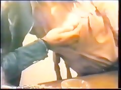 Latina caliente cojiendo con chucho